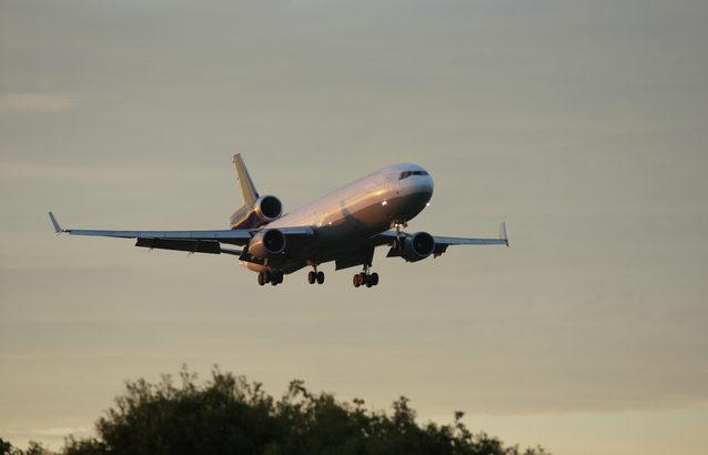 米アマゾン、航空貨物輸送を拡大