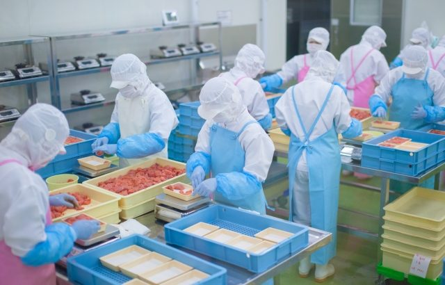 食品製造時の意図的異物混入対策で認証取得支援へ
