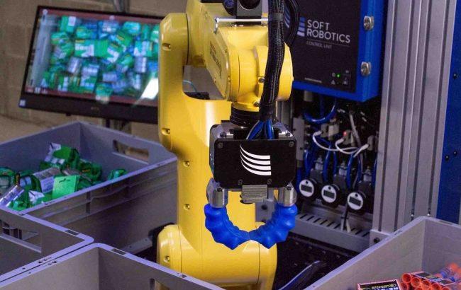 GROUND、R&Dセンターで米ソフトロボティクス製ピッキングロボシステムのデモ開始