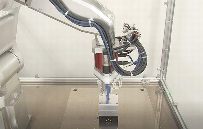 【動画】NEDO、微小な力加減可能な組み立てロボットを開発