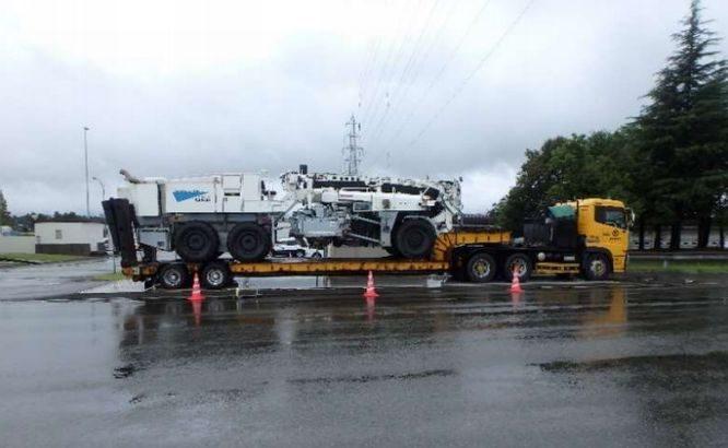 規制上限2倍の総重量50トン超トレーラー2件を刑事告発