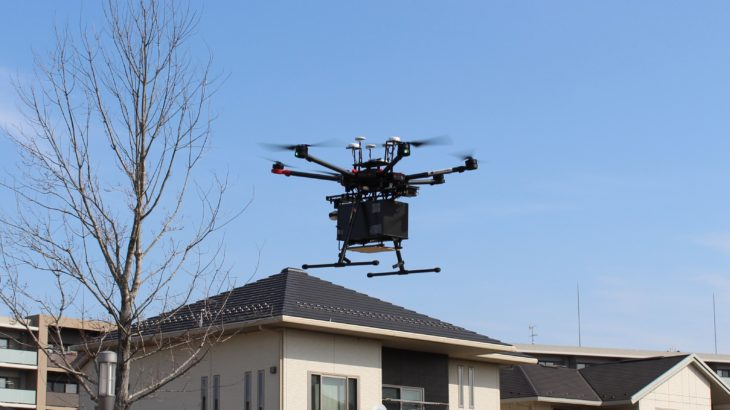 【動画】国内初、茨城・つくばで住宅地上空飛ぶドローン物流の実証実験