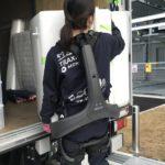 引越革命、現場にATOUNの着用型ロボット「パワードウェア」導入へ