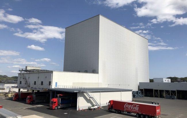 コカ・コーラ ボトラーズジャパン、西日本豪雨で浸水被害受けた広島・三原の大型自動倉庫が再稼働