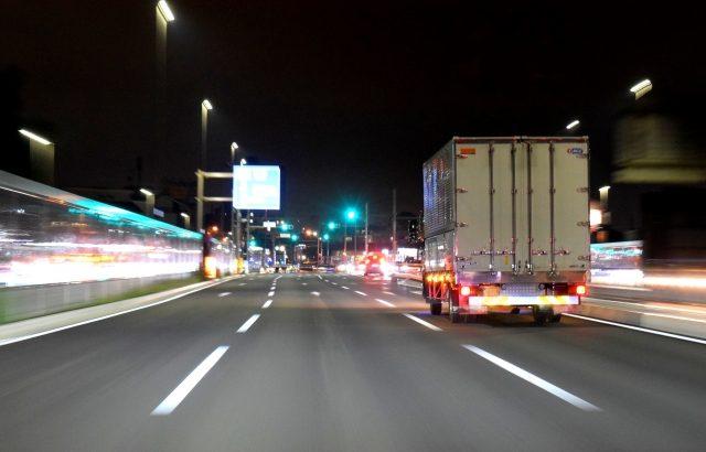高速SA・PA渋滞解消へ長時間駐車の費用負担、過積載対策積極対応の運送事業者に料金割引などの施策検討