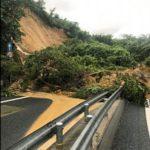【豪雨】京都縦貫道の沓掛ICランプ部でのり面崩落、車3台巻き込まれ2人けが