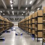 ギークプラス、SBロジスティクスと連携し大阪・吹田のアスクル物流センターに入出荷支援ロボット111台納入