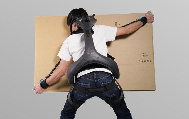 ATOUN、荷物の積み降ろし時に腕と腰を同時にカバー可能なパワードウェア新タイプの受注開始と正式発表