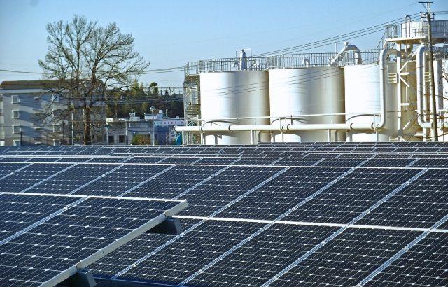 アマゾンと三菱商事、物流施設など向け太陽光発電の活用促進で連携