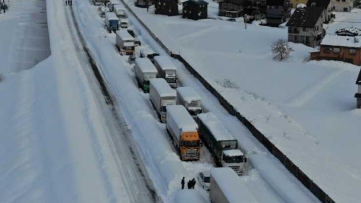 【大雪】トラックとバス、雪道走行前の冬用タイヤ安全性確認を明確化