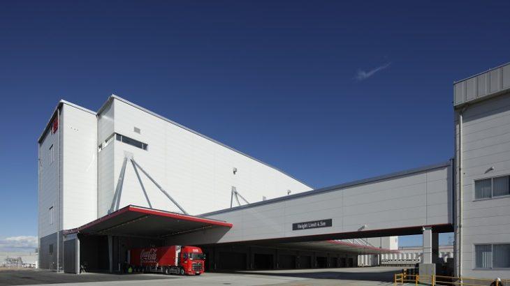 コカ・コーラBJ、埼玉・吉見町の工場内に国内最大級の保管・出荷能力持つ自動物流センター開設