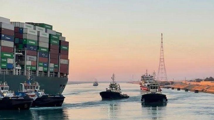 スエズ運河庁、コンテナ船「エバーギブン」の離礁作業成功と発表