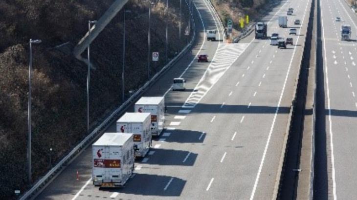 新東名道でトラックの後続車無人隊列走行を実現