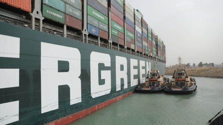 スエズ運河庁長官が初の会見も、運航再開のめどは明言せず