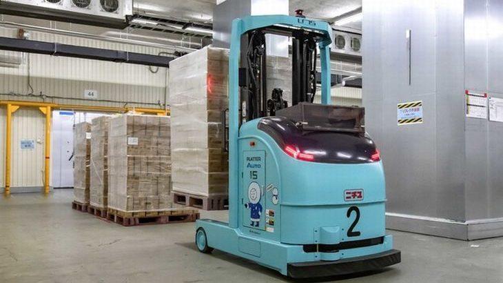 三菱重工と三菱ロジスネクストが国内初、冷凍・冷蔵倉庫向けレーザー誘導式無人フォークリフトを開発
