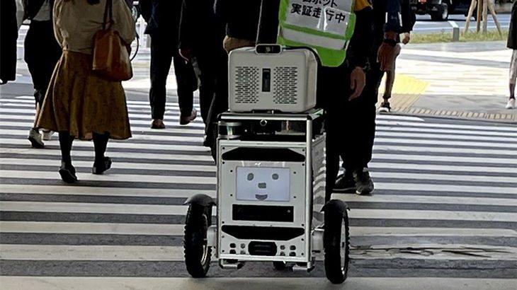 【動画】ソフトバンクと佐川が日本初、屋外配送自動走行ロボットと信号機の連携システム実証実験に成功