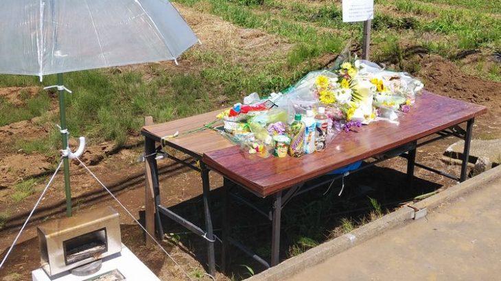 千葉・八街事故から1カ月、現場の献花台訪れる人途切れず
