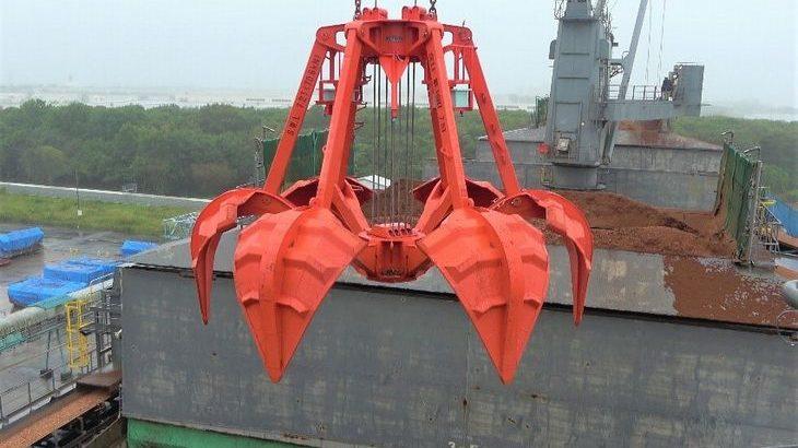 日本郵船と日本製紙、相浦機械が木材チップ荷役クレーン自動運転装置の実荷役試験に成功